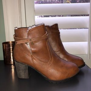 Bamboo fur lined booties worn once 7.5